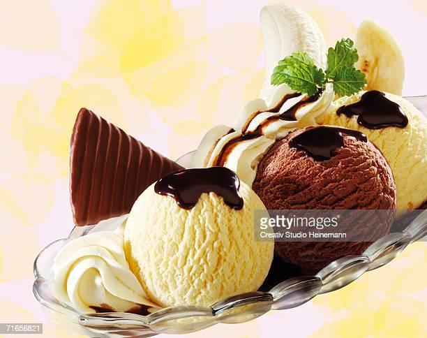 banana split ice cream, close-up - バナナスプリット ストックフォトと画像