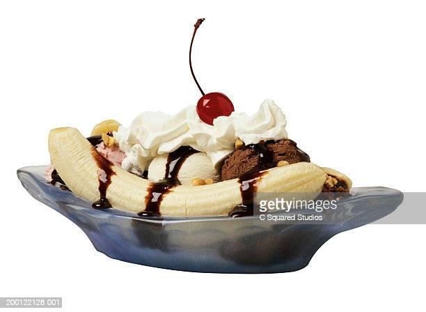 banana split in blue dish - バナナスプリット ストックフォトと画像