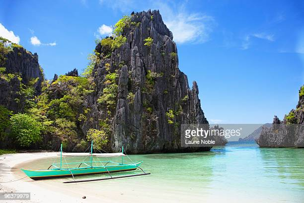 banca boat, hidden beach, mantinloc island - palawan island stock pictures, royalty-free photos & images