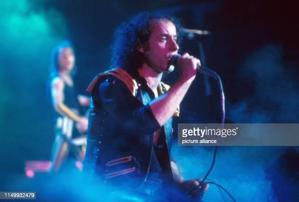 """Band auf der Bühne bei der ZDF Musiksendung """"Rockpop"""", Deutschland 1983. Band performing live on stage in German TV music show """"Rockpop"""", Germany..."""