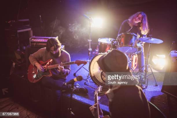 Band live op het podium