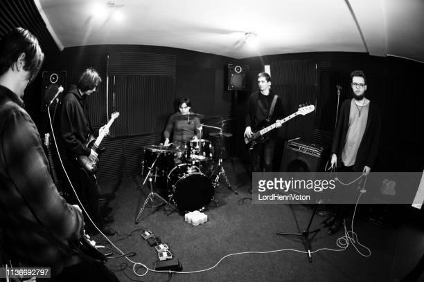音楽を作るバンド - パンクロック ストックフォトと画像
