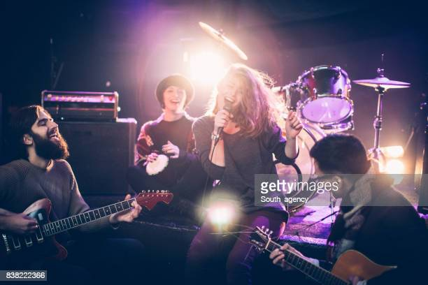 band performing at a nightclub - rehearsal stock pictures, royalty-free photos & images