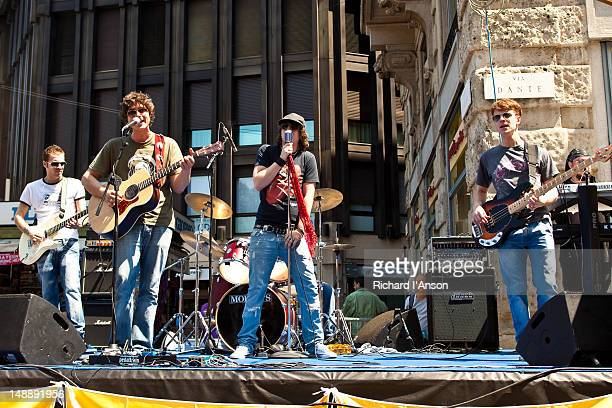 Band performing at street festival on via Dante.