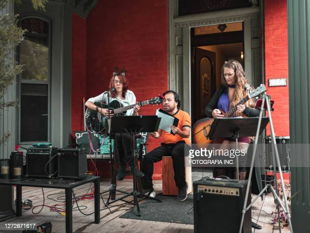 band performing outdoor - small group of people stock pictures, royalty-free photos & images