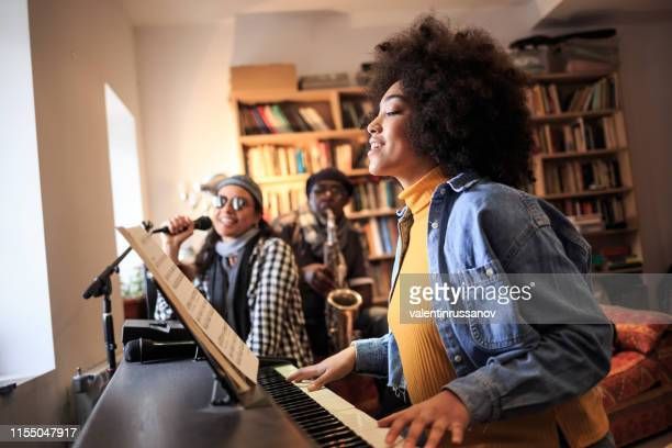 band playing and singing at home - keyboard player stock pictures, royalty-free photos & images