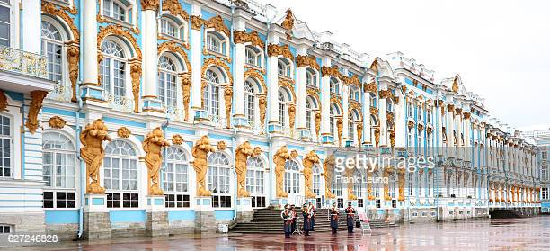 band playing in the rain, catherine palace, st petersburg, russia - st. petersburg russia stock photos and pictures