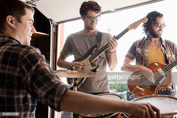 band practicing in garage - rehearsal stock pictures, royalty-free photos & images