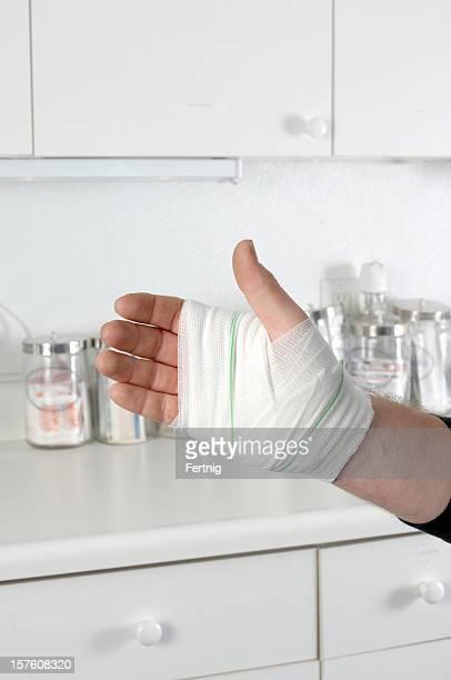 Bandage main dans une infirmière ou Médecin de la station de travail