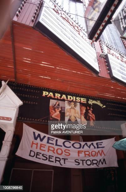 Banderole accueillant les militaires américains de l'opération 'Tempête du désert' dans un cinéma de Pattaya en mai 1991 en Thaïlande
