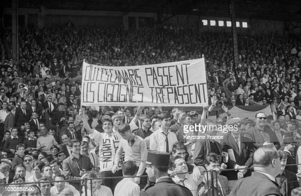 Banderole des supporters de l'équipe de Nantes lors du match opposant Nantes à Strasbourg lors de la finale de la Coupe de France le 22 mai 1966 au...