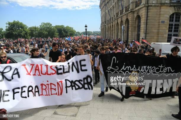 Banderole lors de la manifestation contre la loi travail dite 'Loi El Khomry' le 23 juin 2016 Bordeaux France