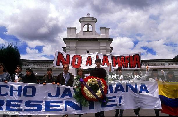 Banderoles lors d'une manifestation contre le trafic de drogue le 25 août 1989 à Bogota, Colombie.