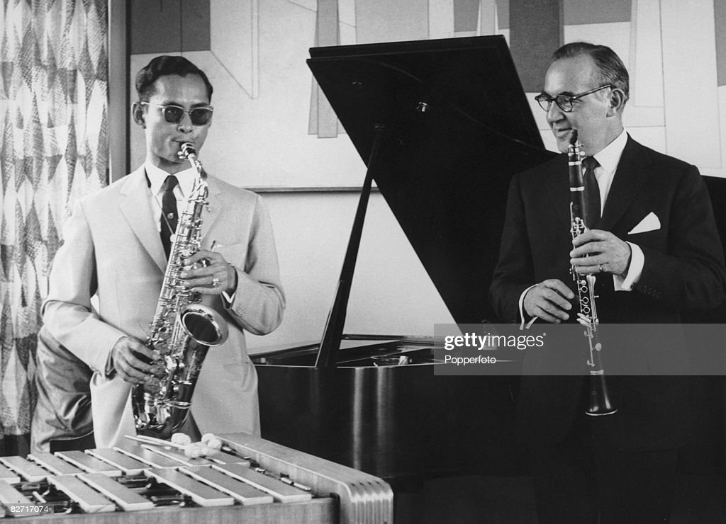 Bandleader and clarinetist Benny Goodman (1909 - 1986) invites King Bhumibol of Thailand (left) to his New York apartment for a jam session, during the latter's tour of the US, 7th July 1960.