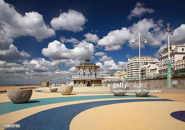 bandstand on brighton seafront under white clouds - 英国 ブライトン ストックフォトと画像