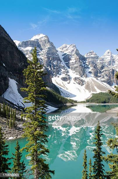 banff park moraine lake - moraine lake stock pictures, royalty-free photos & images