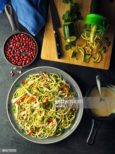 bang bang chicken & vegetable noodles - zucchini stock pictures, royalty-free photos & images