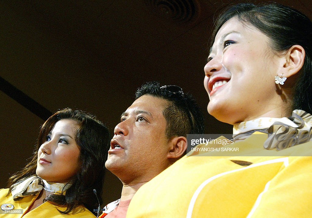 Nok Air Air hostesses pose for a photogr... : News Photo