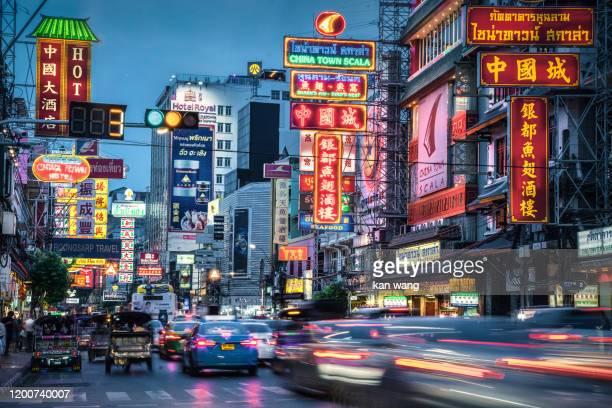 bangkok chinatown traffic at night - wang he stock pictures, royalty-free photos & images