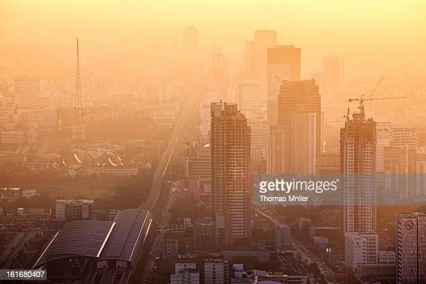 Bangkok , city , dunst , großstadt , haze , hochhaus , skyline , skyscrapper , smog , sonnenaufgang , stadt , sunrise , thailand