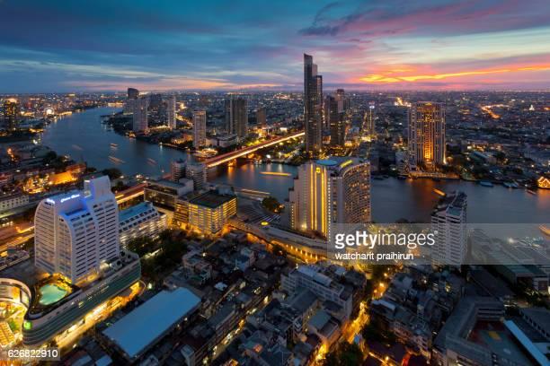 bangkok city skyline and skyscraper along chao phraya river in sunset time at bangkok, thailand - シーロム ストックフォトと画像