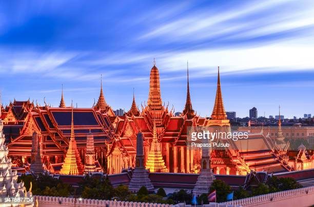 bangkok city temple of the emerald buddha bangkok, asia thailand - sukhothai stockfoto's en -beelden