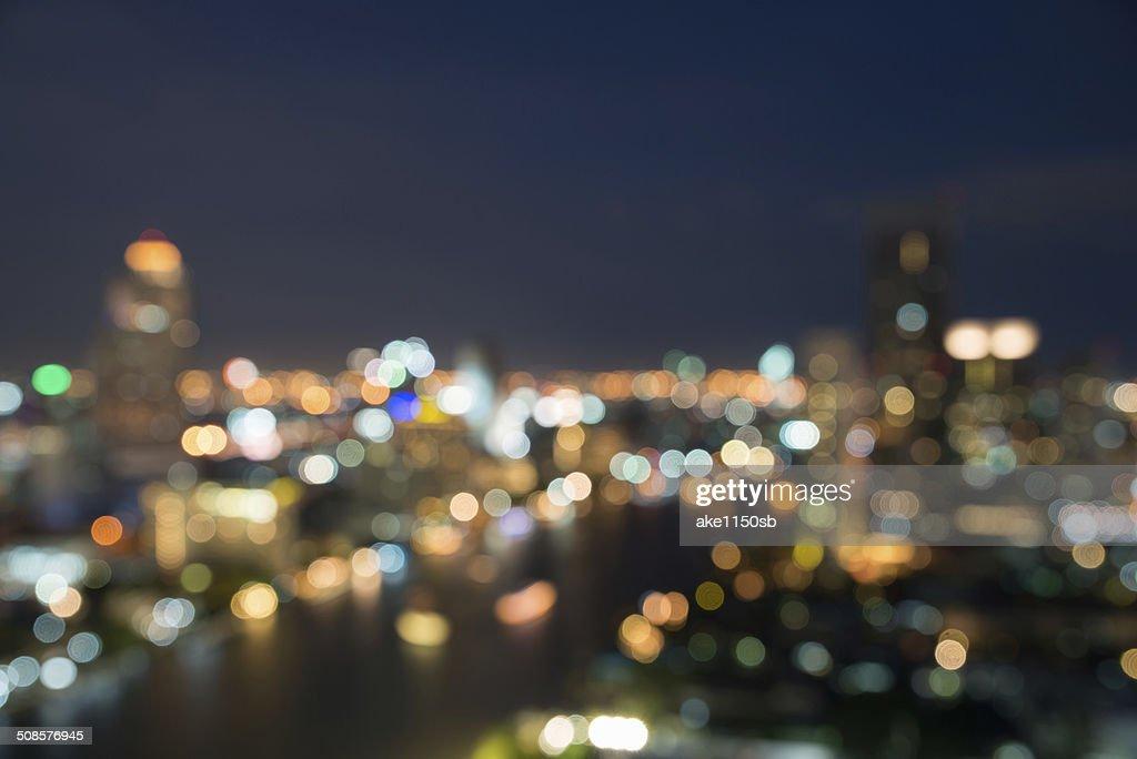 Skyline von Bangkok in der Abenddämmerung Zeit, verschwommene bokeh - : Stock-Foto