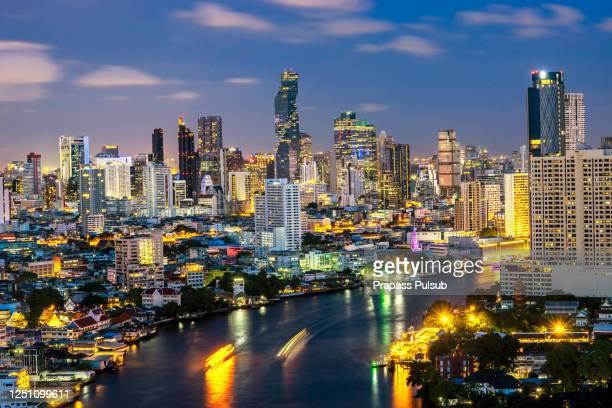bangkok cityscape. bangkok night view in the business district. at twilight - bangkok fotografías e imágenes de stock