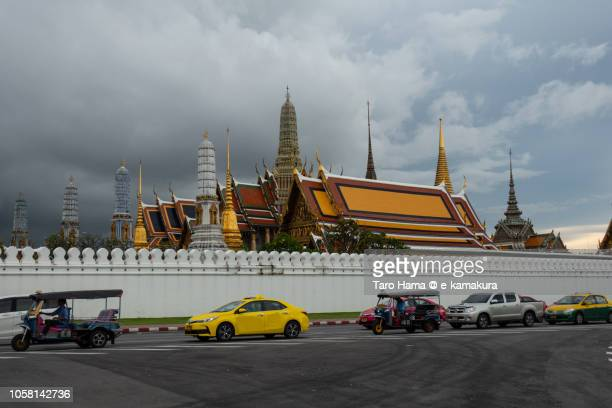 bangkok cityscape - utc−10:00 stock pictures, royalty-free photos & images