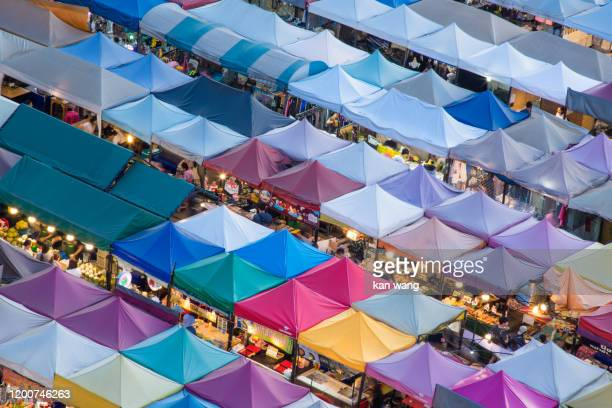 bangkok night market in thailand - wang he stock pictures, royalty-free photos & images