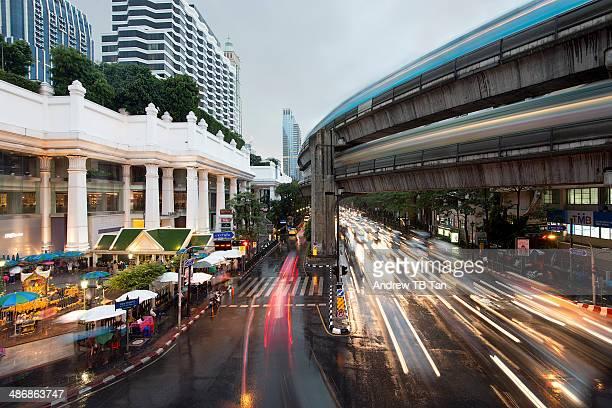 bangkok rush hour - ラチャダムリ通り ストックフォトと画像