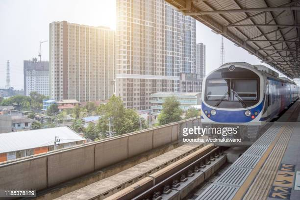 bangkok skytrain bts - バンコク・スカイトレイン ストックフォトと画像