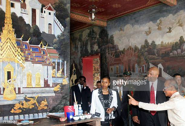 Royal Grand Palace official briefs Lesotho King Letsie III and Queen Masenate Mohate Seeiso about Thai art and culture during their site seeing tour...