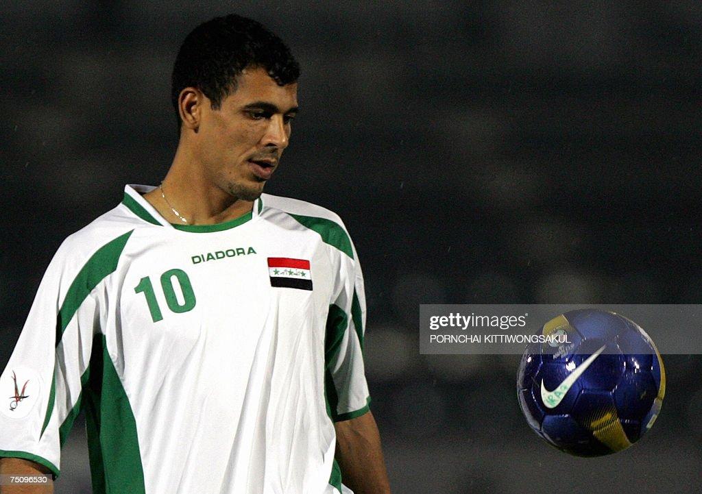 Iraq footballer Younis Mahmood juggles a... : News Photo