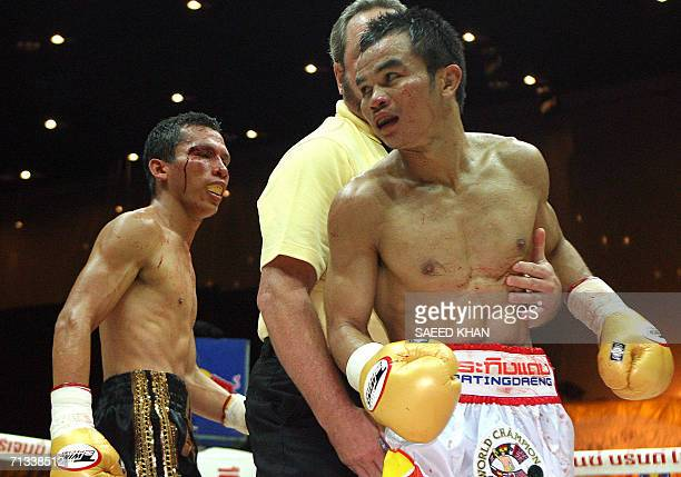 Referee Bill Clancy seperates Thailand's Pongsaklek Wonjongkam from Mexican challenger Everardo Morales during a fight of the WBC flyweight title in...