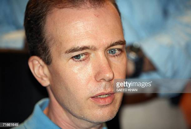 US teacher John Mark Karr speaks to the media at the Thai Immigration Department in Bangkok 17 August 2006 Police said 17 August that Karr arrested...