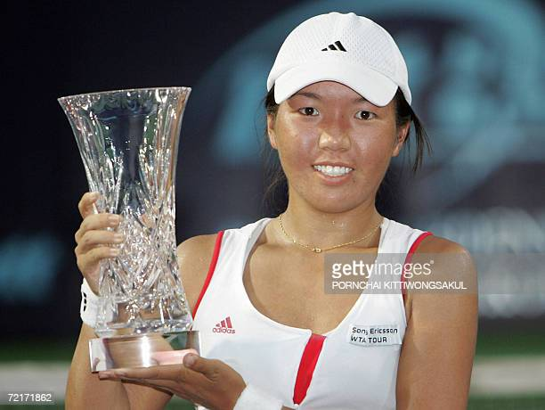 Tennis player Vania King holds the trophy during the trophy ceremony of the tennis Woman's final of the Bangkok Open 2006 in Bangkok, 15 October...