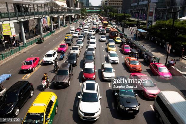bangkok traffic - ラチャダムリ通り ストックフォトと画像