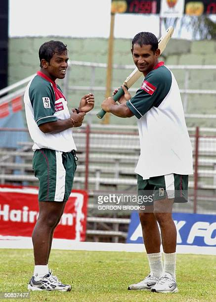 Bangladesh allrounder Alok Kapali is shown making a point 14 May 2004, to captain Habibul Bashar during practice before the start of the first ODI vs...