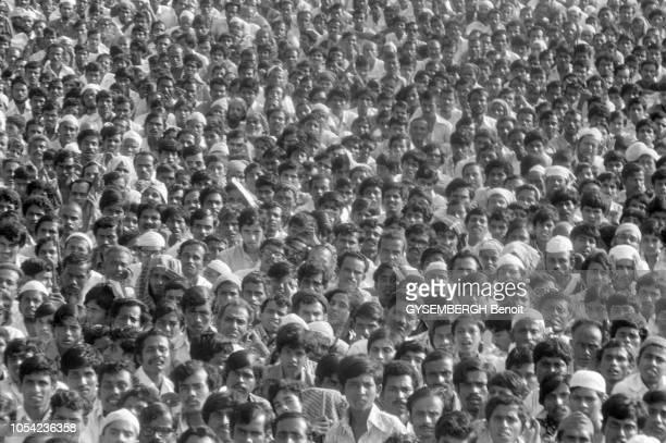 Bangladesh août 1978 Aspects de la vie politique et économique du pays Ici une foule de bangladais assistant à un meeting de leur président Ziaur...
