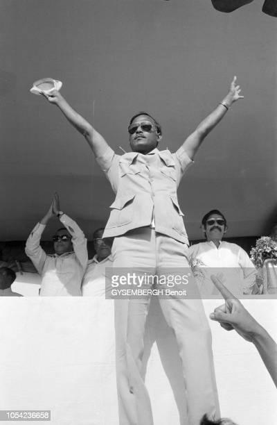 Bangladesh août 1978 Aspects de la vie politique et économique du pays Portrait de Ziaur RAHMAN président bangladais Il porte des lunettes de soleil...
