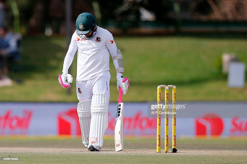 Bangladesh batsman Mushfiqur Rahim leaves the ground after South Africa fielder Temba Bavuma caught him out during the second day of the second Test Match between South Africa and Bangladesh in Bloemfontein, on October 7, 2017. /