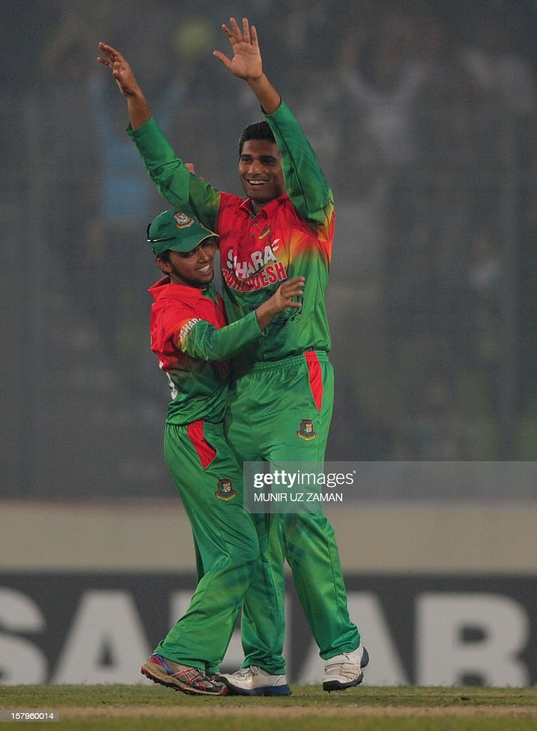 Bangladesh cricketer Mohammad Mahmudullah (R) reacts after the dismissal of the unseen West Indies batsman Andre Russell during the fifth one day international between Bangladesh and West Indies at The Sher-e-Bangla National Cricket Stadium in Dhaka on December 8, 2012. AFP PHOTO/ Munir uz ZAMAN