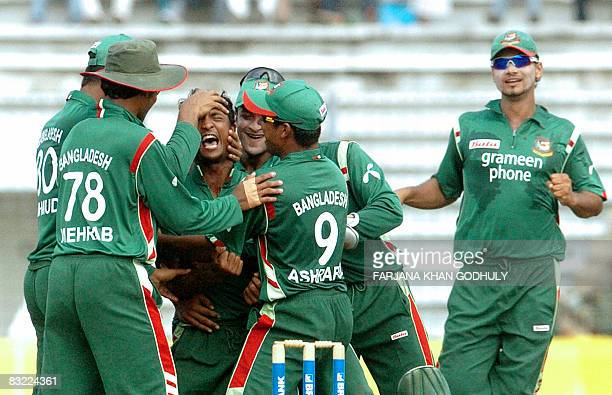 Bangladesh cricketer Nayeem Islam celebrates with teammates after the dismissal of unseen New Zealand batsman Daniel Vettori during the second One...