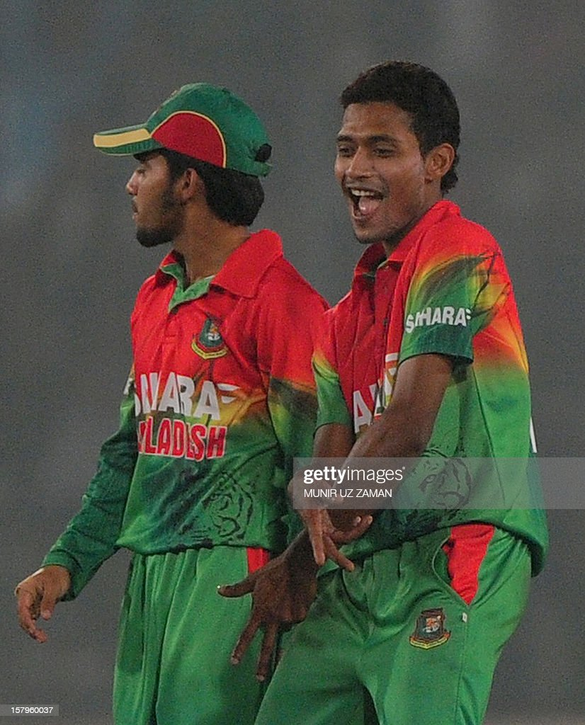 Bangladesh cricketer Shafiul Islam (R) reacts after the dismissal of the unseen West Indies batsman Kemar Roach during the fifth one day international between Bangladesh and West Indies at The Sher-e-Bangla National Cricket Stadium in Dhaka on December 8, 2012. AFP PHOTO/ Munir uz ZAMAN