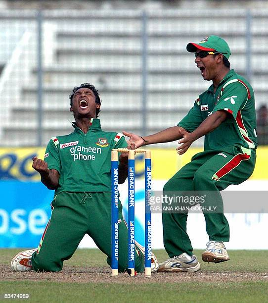Bangladesh cricketers Nayeem Islam and Mohammad Ashraful celebrates after the dismissal of unseen New Zealand batsman Daniel Vettori during the...