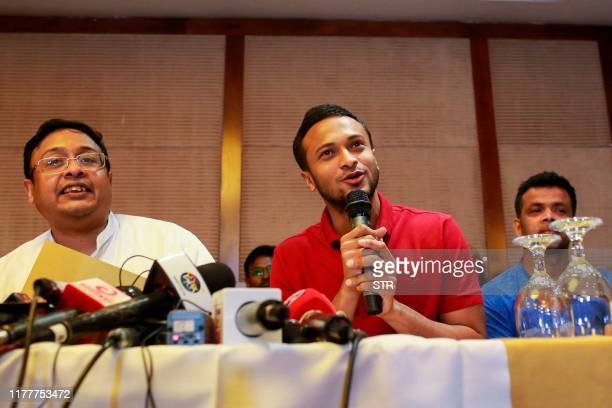 Bangladesh national cricket team captain Shakib Al Hasan speaks with journalist in Dhaka on October 23 2019 The boycotting Bangladeshi players made...