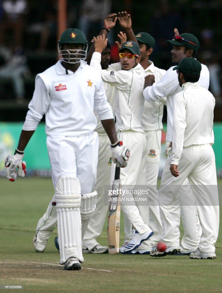 Bangladesh players celebrate the wicket of Vusi Sibanda during the second day of the 2nd test match between Zimbabwe and Bangladesh on April 26, 2013 at the Harare Sports Club, Zimbabwe. AFP PHOTO/Jekesai Njikizana.