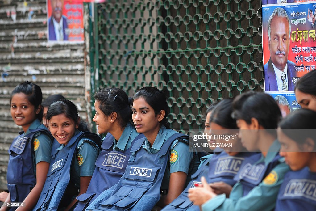 Bangladesh police are pictured during a blockade organised by Bangladesh Nationalist Party (BNP) activists and their supporters in Dhaka on December 7, 2013. The BNP-led Opposition alliance has called another 72-hour countrywide blockade starting from December 7, as an ongoing series of opposition strikes and blockades have paralysed large parts of the country while more than 60 people have been killed since late October. AFP PHOTO/ Munir uz ZAMAN