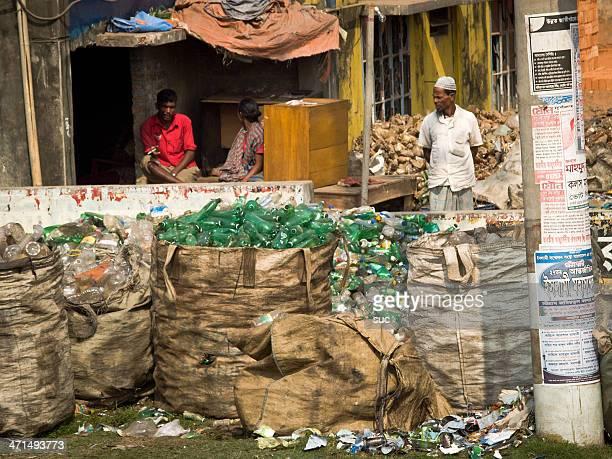 bangladesch wird kunststoff-flaschen in den export industrie - bangladesch stock-fotos und bilder